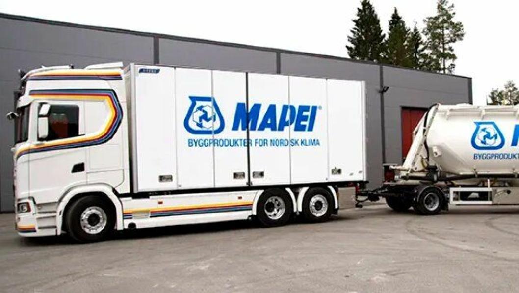 HVO-diesel-drevet lastebil kombinert med hydraulisk drift av pumpeanlegget gir fossilfrie sparkel-leveranser fra Mapei utført av Ruuds Transport.