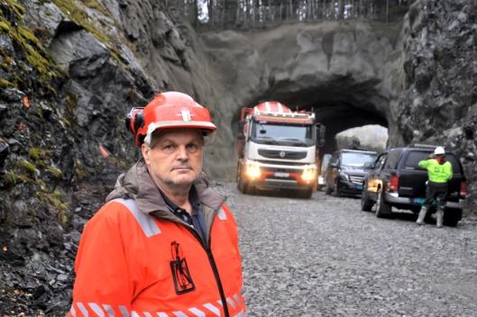 Overingeniør Walter Hjelvik i Statens vegvesen er fornøyd med tunneloppgraderingen på fv. 40 i Numedal så langt.