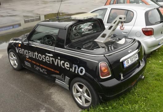 MINI: Den gamle Redbull-bilen ble det som antagelig er Norges minste bergingsbil. Med tilnavnet «Rullatoren».