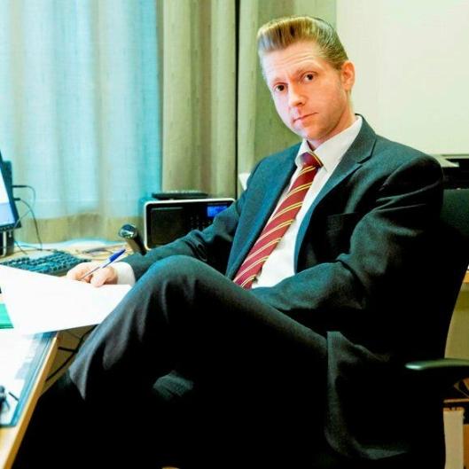 Statssekretær Jørgen Næsje (Frp) forsvarer innføringen av veibruksavgift på alt flytende biodrivstoff.