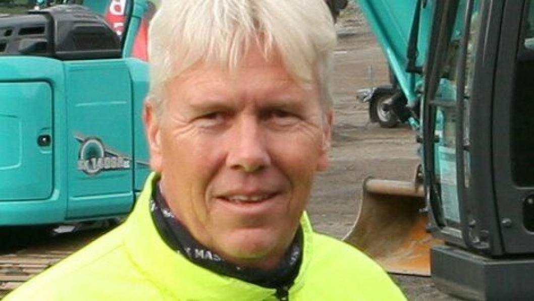 Jon Ølstad (50) er ansatt som salgssjef i Malleus Maskin AS, Lier (Buskerud).