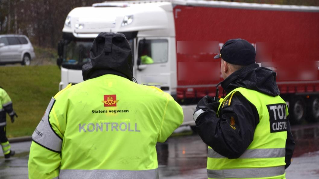Torsdag 17. oktober hadde fire etater felleskontroll av alle tunge kjøretøy ved trafikkstasjonen på Stoa i Arendal.