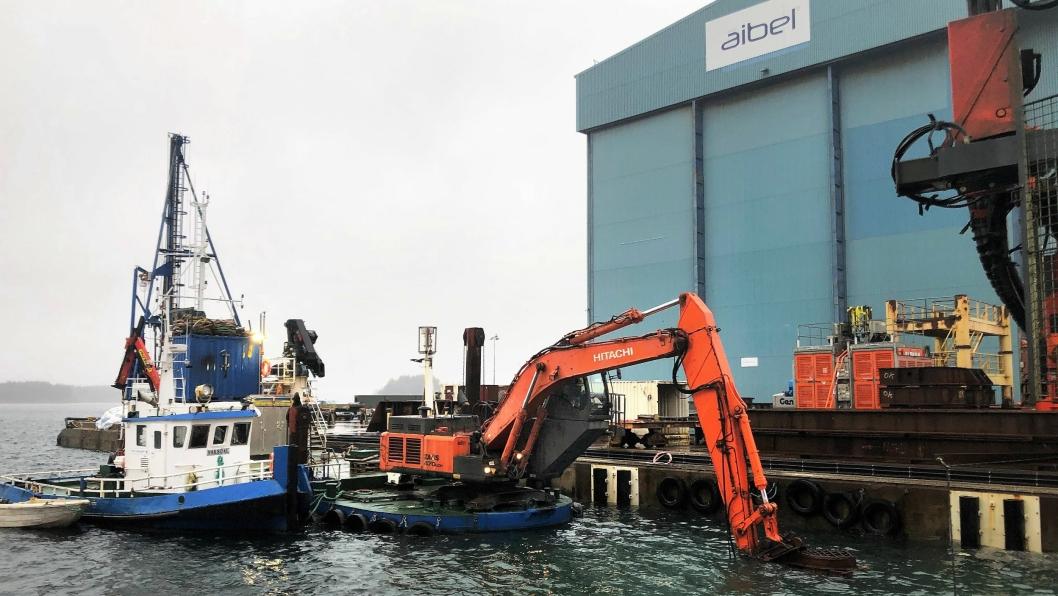 Sjøentreprenøren AS er i gang med utdypingarbeidene av havneområdet vest for verftsområdets tørrdokk ved Aibel Haugesund.