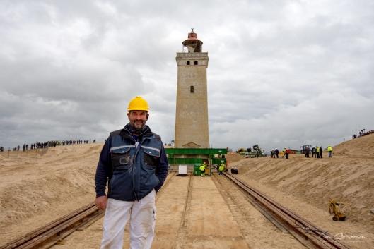 Kjeld Pedersen fra Lønstrup Murerforretning som ledet forarbeidet og flyttingen av tårnet, som ble flyttet på et skinnesystem.
