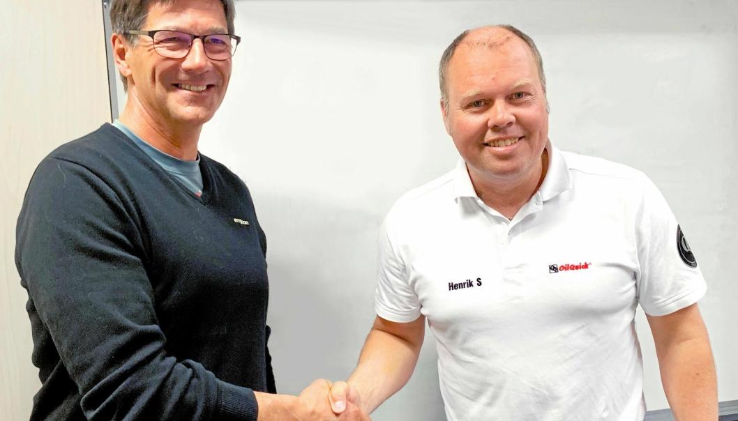 Engcon og OilQuick utvider samarbeidet. Fra venstre: Stig Engström (eier og grunnlegger av Engcon AB) og Henrik Sonerud (administrerende direktør i OilQuick AB).