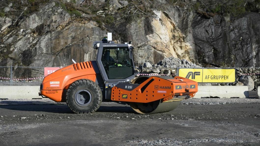 FØRSTE: Den første autonome anleggsvalsen i Europa skal nå brukes på nye E39 utenfor Mandal.