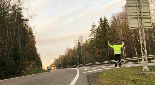 På E18 Svartskog er det manuell innvinking som gjelder, i motsetning til f. eks. på E6 Taraldrud der det er automatisert med lysskilt.