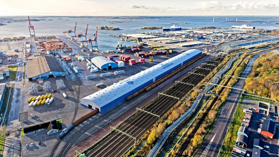 Den nye PVC-hallen blir en av verdens største plasthaler. Illustrasjonen viser hvordan det skal se ut på jernbaneomlastingen når hallen er på plass.