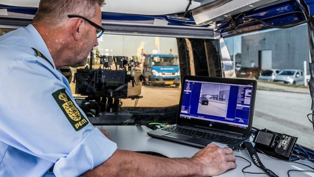 Illustrasjonsbilde fra innsiden av en fartskontrollbil som brukes av dansk politi i jakten på fartssyndere.