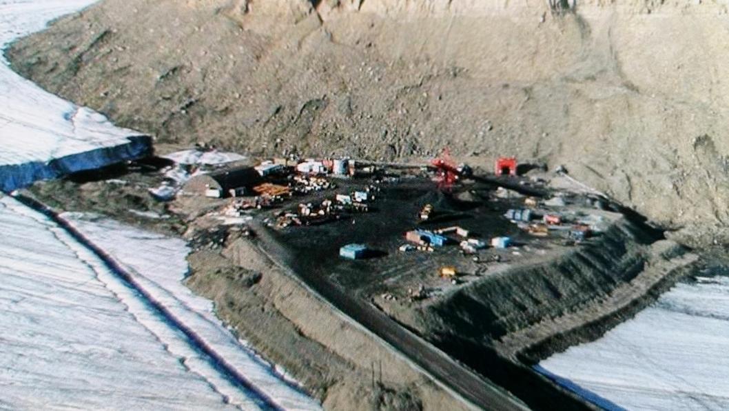 Store Norske Spitsbergen Kullkompani AS er verdens nordligste kullprodusent. Bildet viser inngangen til Svea Nord, og denne inngangen vil bestå som en del av adkomsten til Lunckefjell.