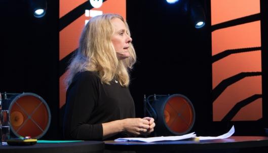Anniken Hauglie vil la Statens vegvesen kontrollere lønns- og arbeidsvilkår i transportbransjen.