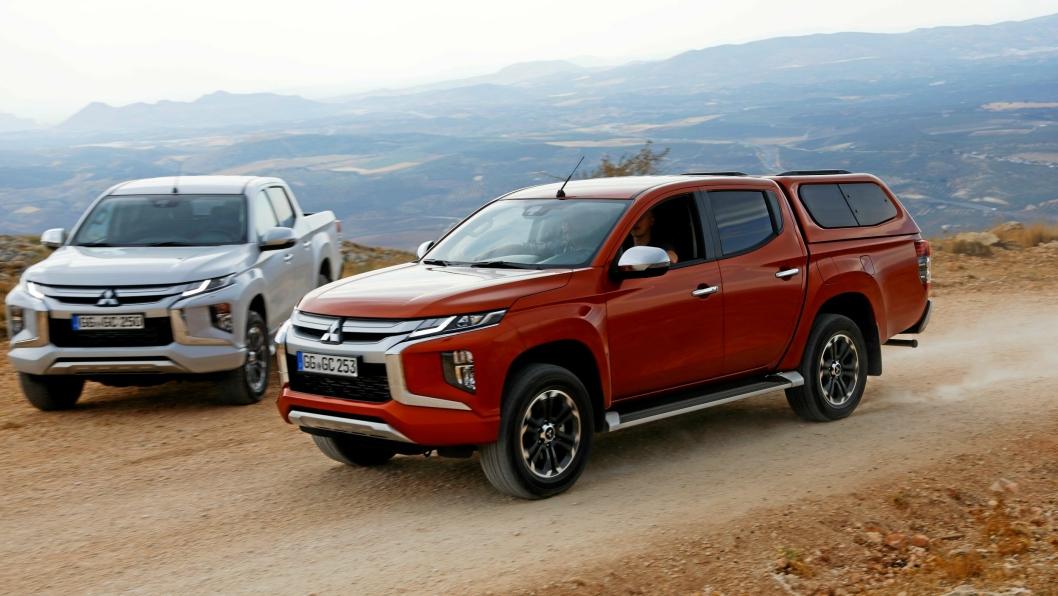 SYNLIG: Den nye Mitsubishi L200 skiller seg godt ut med en ny og mer maskulin front. De første bilene er allerede på vei ut i salgshallene og de første kundebilene skal begynne å rulle ut i oktober.