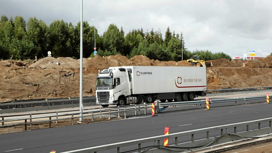 Mange spør seg om Vlantana er på vei ut av Norge, etter at det er avdekket flere brudd på lover og forskrifter. (Foto: Hans Kristian Barbøl)