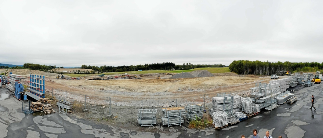 I fjor høst var det bare en grusslette der bygget nå reiser seg.