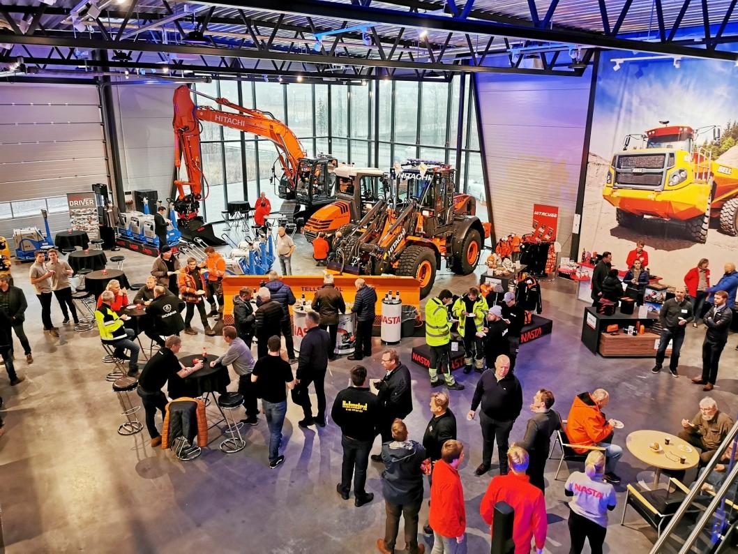 OMTRENT SOM PÅ EN MESSE: Det nye bygget inneholder et stort showroom. Nasta håper det skal bidra til at enda flere anleggsfolk stikker innom.
