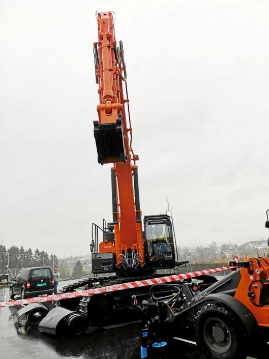 RØSLIG MASKIN: Sigurd Furulund Maskin AS har kjøpt denne beltegraveren, Hitachi 490 LCH .