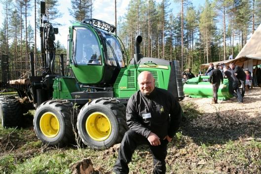 Bjørnar Sønsterud skifter fra John Deere skogsmaskiner til anleggsmaskiner hos Hymax.