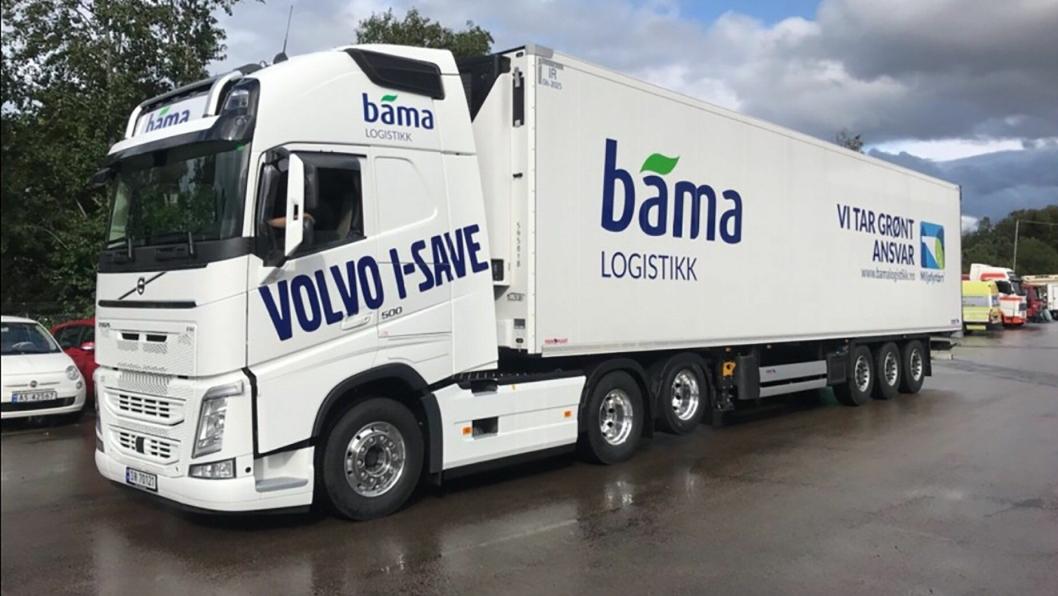 FØRSTE: Dette settet er den første med Volvo FH500 I-Save som ble tatt i bruk for testing i begynnelsen av september hos Bama Logistikk. Foto: Bama Logistikk.