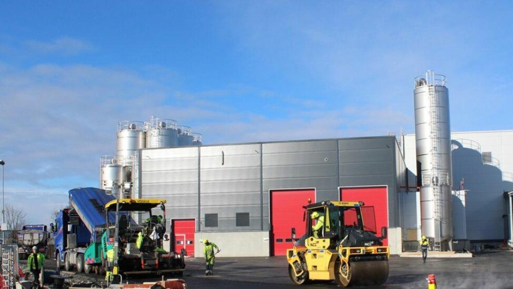 Tine og deres entreprenør LAB var på jakt etter miljøasfalt til det nye meieriet på Flesland i Bergen, og valget falt på NCC og NCC Green Asphalt. Rundt 5700 tonn Green Asphalt asfalt ble lagt ut.