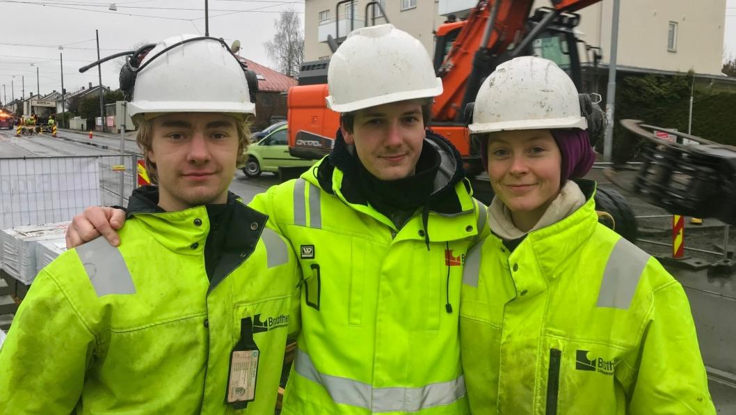 Fra venstre: Lærlingene Tobias Jacobsen, Jon Meinert og Emilie Dalevoll.