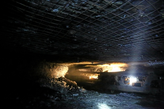 CM-MASKINEN: Continious Miner (CM) krafser kullet rett fra kilden. Dette er en relativt støyete og støvete prosess!