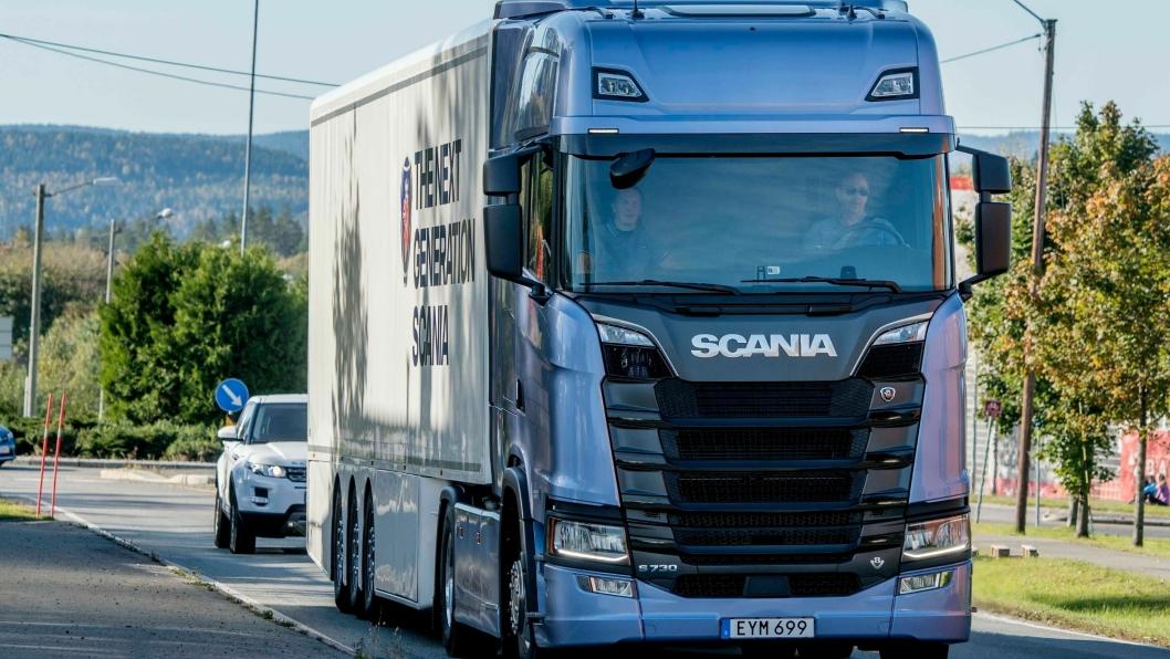 Scania S730 (bildet) blir nå historisk. Det nye navnet er Scania 730S. Daimler likte nemlig ikke at S-en sto først, siden de har hatt S-klasse personbiler i flere tiår.