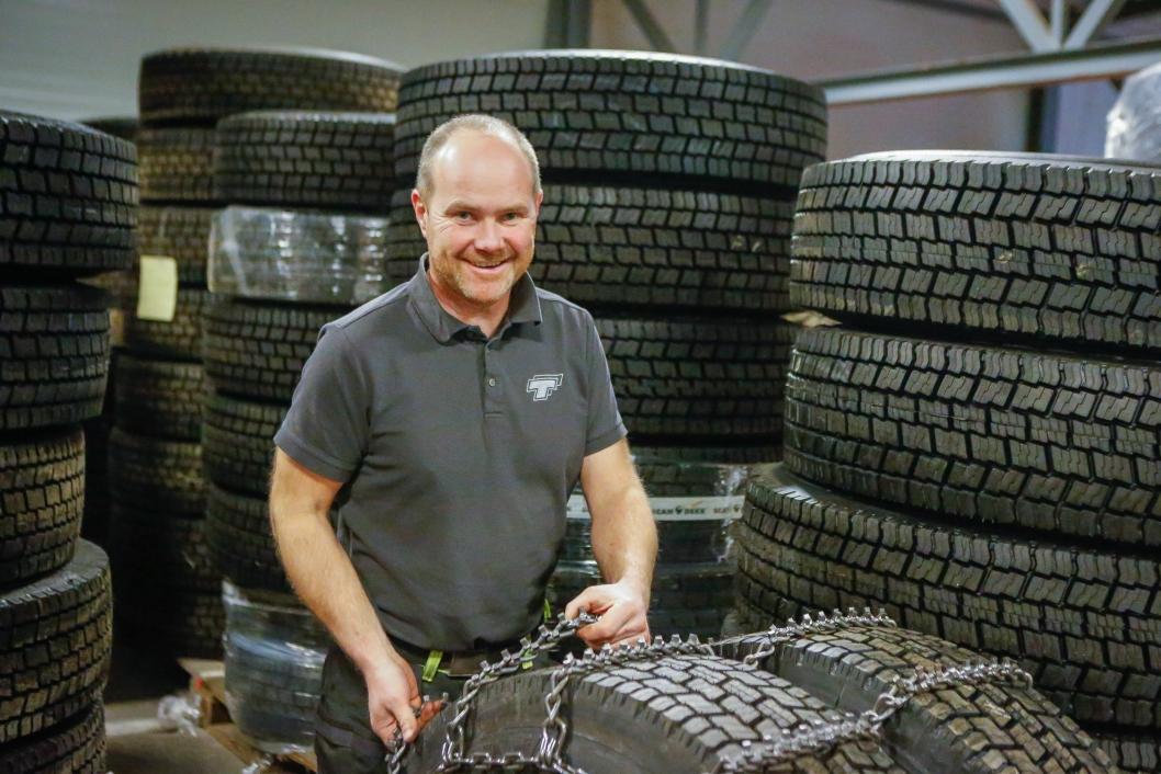 FINNER LØSNINGER SAMMEN: Truls Håland og TT Anlegg jobber i perioder tett med Nøsted for å finne riktig type kjetting til de gitte forholdene.