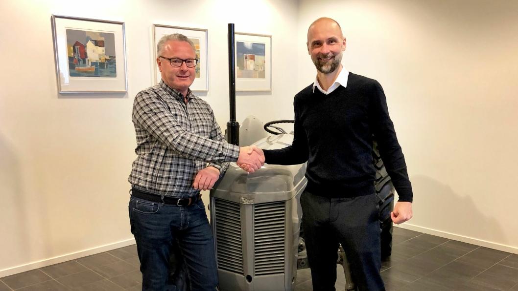 Bjørn Hansen, senterleder Eiksenteret Sarpsborg (t.v.) og Trond Kjempekjenn, administrerende direktør Eikmaskin.