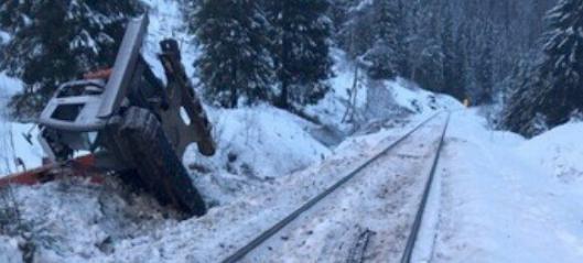 Mistet livet da gravemaskinen ble påkjørt av tog