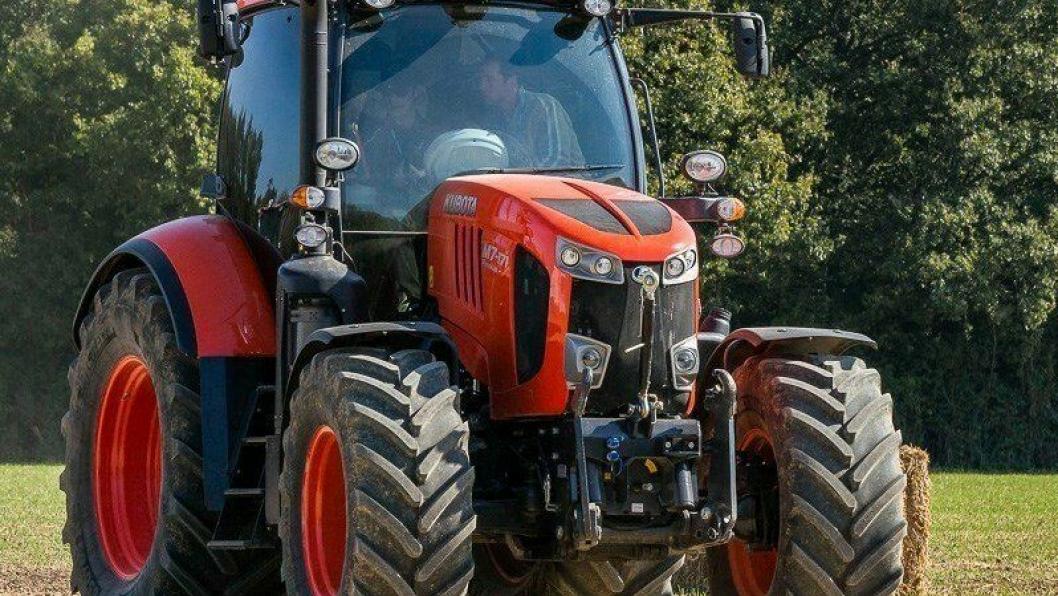 Kubota M7002 Premium KVT er en av de største Kubota- traktorene som Svenningsens Maskinforretning tilbyr. Fra mai 2020 skal disse og andre modeller innen park- og landbruk vises i en nytt senter på Kjeller i Akershus.