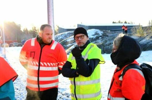 Samferdselsminister Jon Georg Dale i samtale med påtroppende utekontrollsjef Kjetil Wigdel i Statens vegvesen.