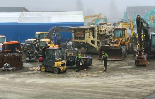 STOR AKTØR: Entrack disponerer Norges største sted for nye og brukte deler til anleggsmaskiner.
