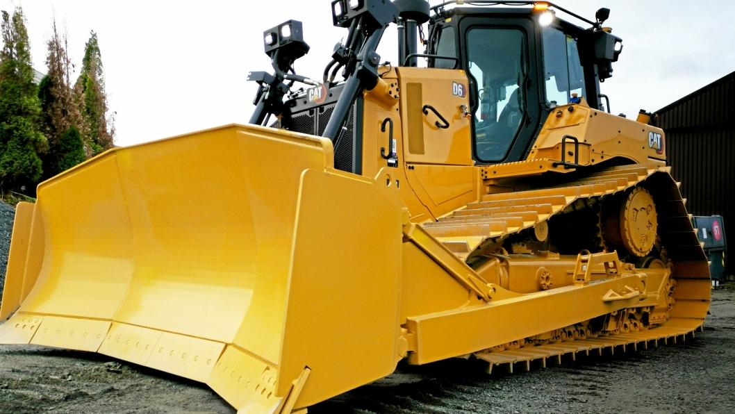 DEN FØRSTE: Cat D6'eren er den første standard D6 som Pon Equipment leverer i Norge etter at Caterpillar endret navn (og mye teknologi) på maskinene.