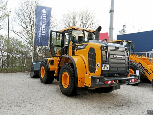 19-TONNEREN: På Bauma viste Hyundai blant annet HL960A som er den største av nykommerne nå.
