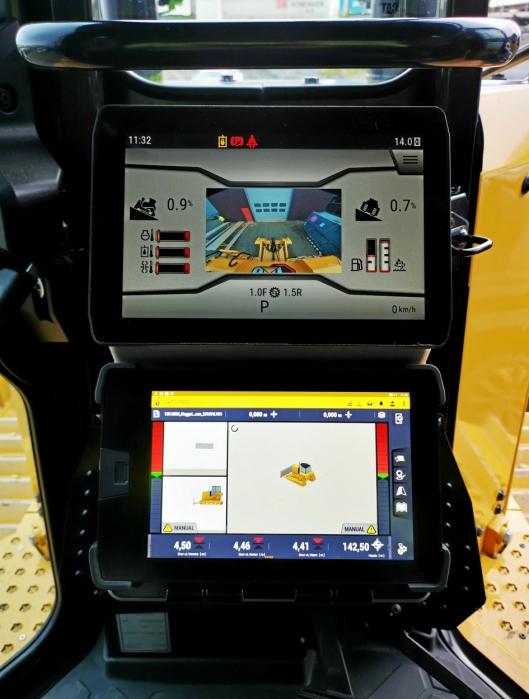 FØRERMILJØET: Bedre plassering av skjermer og mer oversikt er stikkordene som møter førere når de setter seg inn i den nye dozeren.