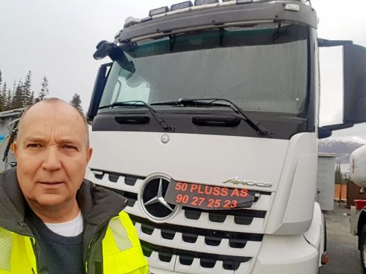 GODKJENT: Leif Halvor Olsen og kollegaene hans har det som skal til for å ta transport-oppdrag med lastebil.