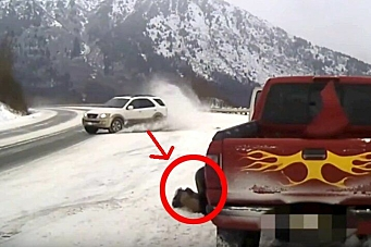 Her sklir bilen mot bergeren i høy hastighet