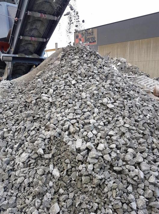 Ferdig produkt med knust betong etter kverning av hulldekke.