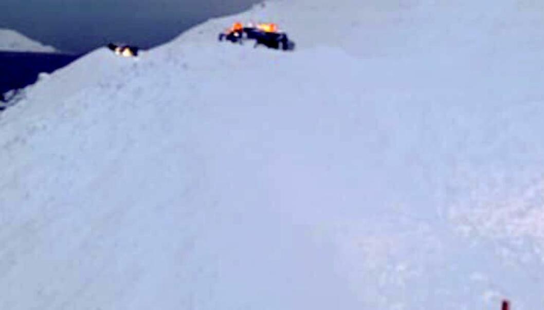 Det ble bom stopp da brøytebilsjåføren havnet midt i et snøskred på E69 i Nordkapp kommune 13. januar 2020.