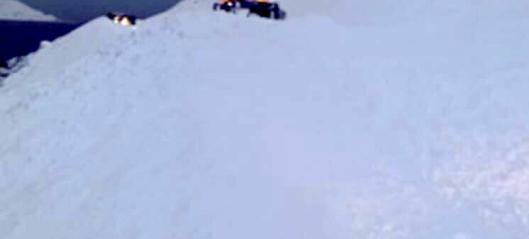 Brøytebil havnet i snøskred
