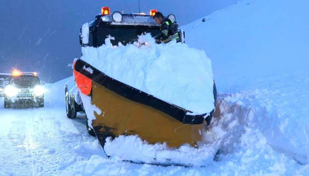 Det er plass til mye snø på plogen, og en solid spajobb måtte nok til for å rense den etter fastkjøringen.