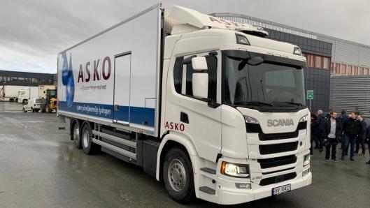 ASKEPOTT: Ved første øyekast ser hydrogenlastebilen ut som enhver annen Scania, men lik Scanias andre spesialbiler har den navn, nemlig Askepott.