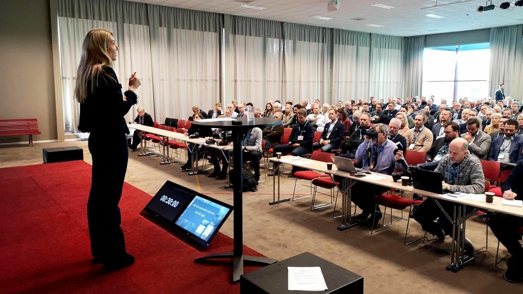 Adm. direktør Julie Brodtkorb i MEF, kom med klare meldinger fra scenen under konferansedelen av Arctic Entrepreneur 2020 tirsdag 21. januar i The Qube på Gardermoen.