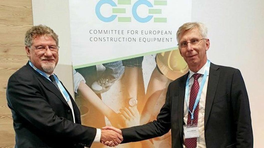 Niklas Nillroth (t.h.) Volvo CE ny president i CeCe fra 1.jan. 2020, hvor han tar over for Enrico  Prandini, Komatsu.