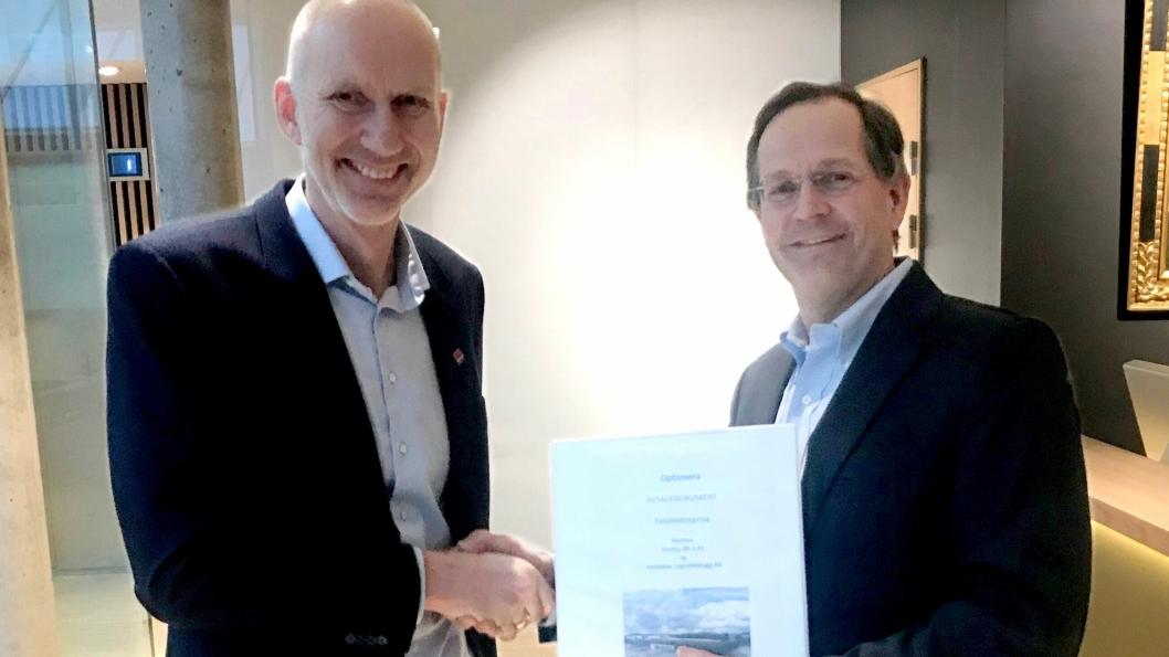 Administrerende direktør Peder Chr. Løvenskiold i Anthon B Nilsen Eiendom (t.h.) og konserndirektør Hans Olav Sørlie i Veidekke Bygg.