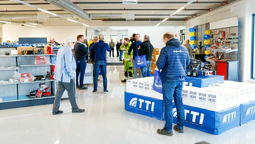 Godt besøk: Det var mange som fant veien til den nye TTI-butikken på Langhus under åpningen 3. februar.