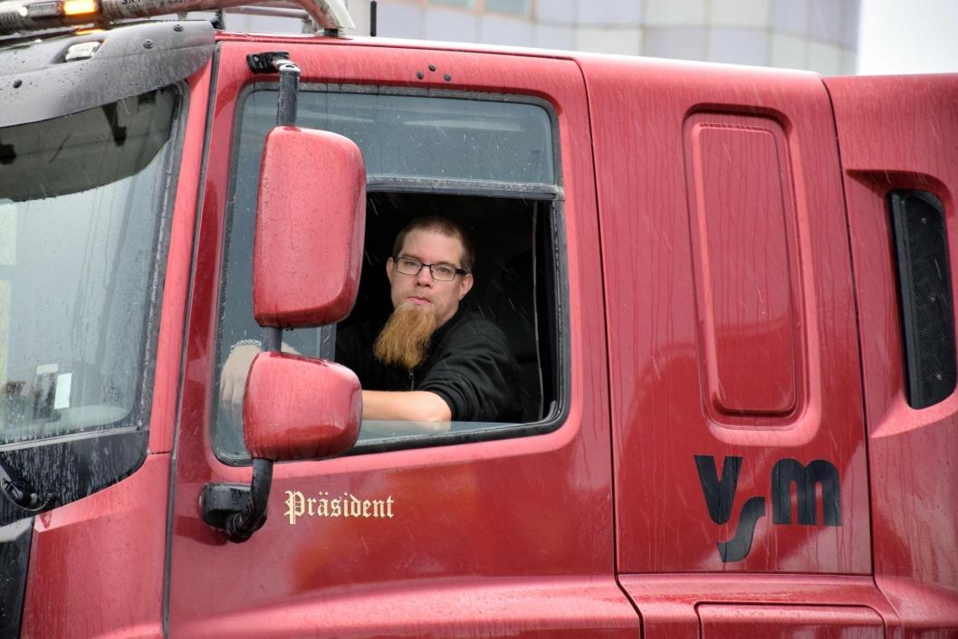 Göran Samuelsson kjører også Tatra. Han deler bil med Niclas Jönsson og rykker ofte inn på armeringstransportene.