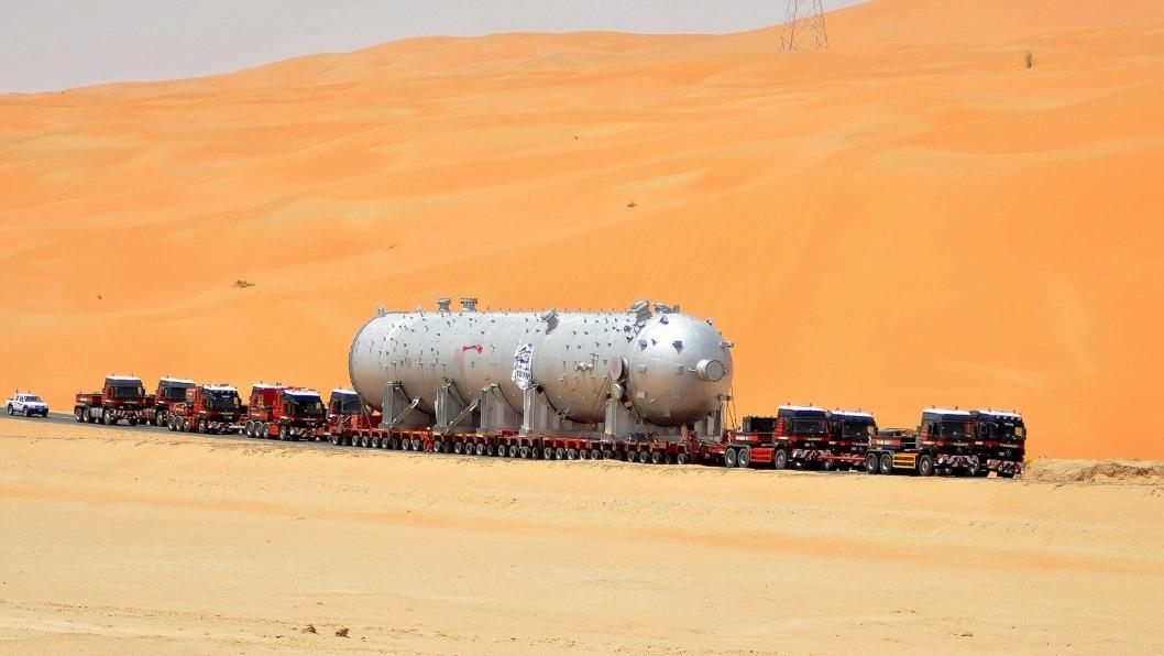 Mammoet brukte flere uker på frakt av reaktor på 1048 tonn, gjennom ørken i Saudi-Arabia, med ti trekkvogner i 2014. Et oppdrag der man måtte være selvforsynt flere uker om gangen i øde områder.
