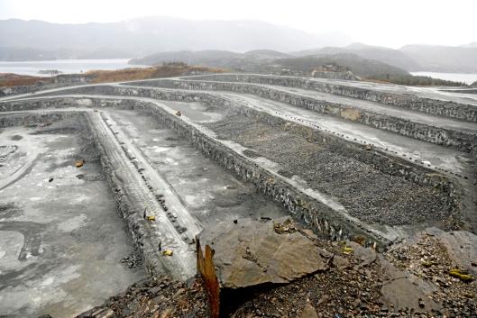 NORGEST STØRSTE PUKKVERK: Den største salven som er ladet og sprengt på Jelsa, er på 130 tonn sprengstoff som løsnet 458.000 tonn fjell.