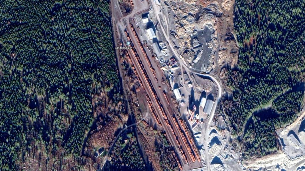 En del av Sørli flerbruksterminal i Stange, er tømmerterminal. Tømmeret sees midt i bildet på dette oversiktsbildet.